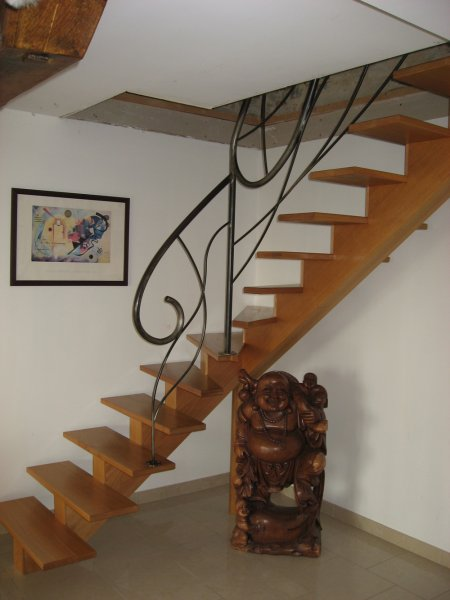 escalier fer bois escalier rustique en bois avec palier. Black Bedroom Furniture Sets. Home Design Ideas